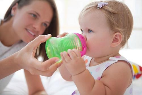 Чем поить маленького ребенка