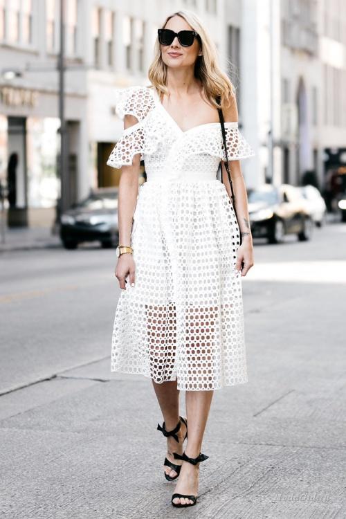 Белое платье - как составить модный образ