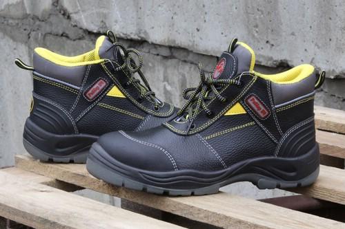 Как найти и купить подходящую рабочую обувь