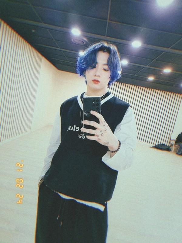 Чонгук с синими волосами 2021